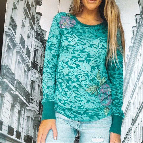 lucky bees Tops - Lucky Tees Green Floral Long Sleeve Tee